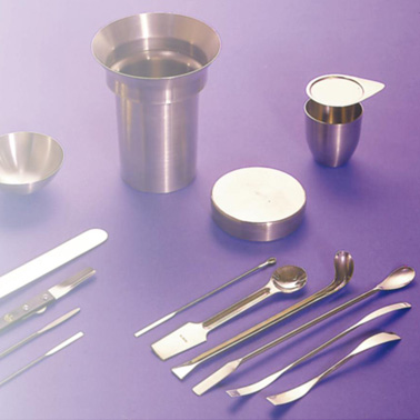 Spatulas, scoops and vessels