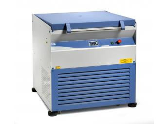 """Refrigerated high capacity microprocessor controlled centrifuge suitable for tubes, flasks and blood bags """"Macrofriger-BLT-Blood"""""""